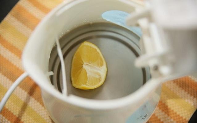 как убрать накипь в чайнике2