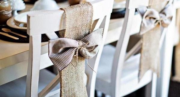 foto kak ukrasit stulja na svadbu 35