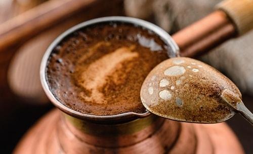foto kak varit kofe v turke na plite-min