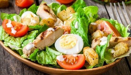 foto salat s kuricej