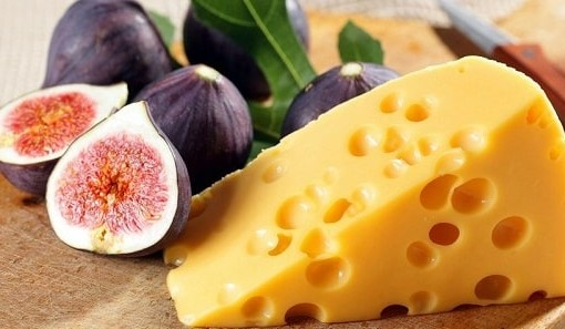 mozhno li est syr na noch